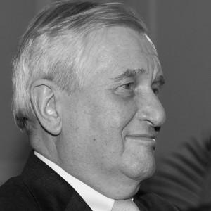 Bernhard Walter, * 3. März 1942 in Markgröningen; † 11. Januar 2015 in Bad Homburg