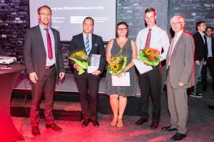 Preisverleihung mit Gewinnern des Züblin-Stahlbau-Preises 2015, v.l.n.r.: Prof. Dr. Richard Stroetmann (TU Dresden), Thoralf Kästner (1. Preis), Claudia Schlenger (2. Preis), Lukas Hüttig (3. Preis) und Ulrich Pfabe (Züblin Stahlbau GmbH)