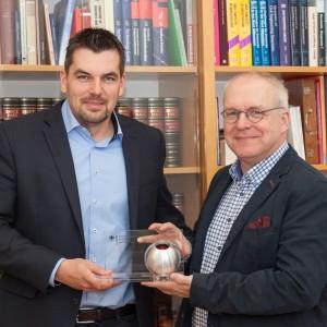 Prof. Manfred Curbach, Vorstandsvorsitzender des C³-Projekts Carbon Concrete Composite (rechts) und Dr.-Ing. Frank Schladitz, Vertreter des Vorstandes. Foto: Ulrich van Stipriaan