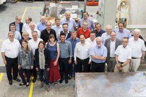 Gruppenbild im Alfred-Hütter-Laboratorium (Foto: Ulrich van Stipriaan)