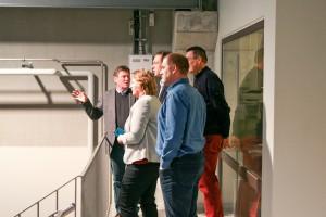 Prof. Dr. Aigner referiert vor Vertretern der niederländischen Firma Deltares und Vertretern der TU Delft über die Möglichkeiten im neuen Laborkomplex